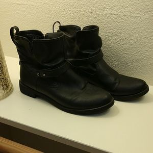 Black Mid-Ankle Boots